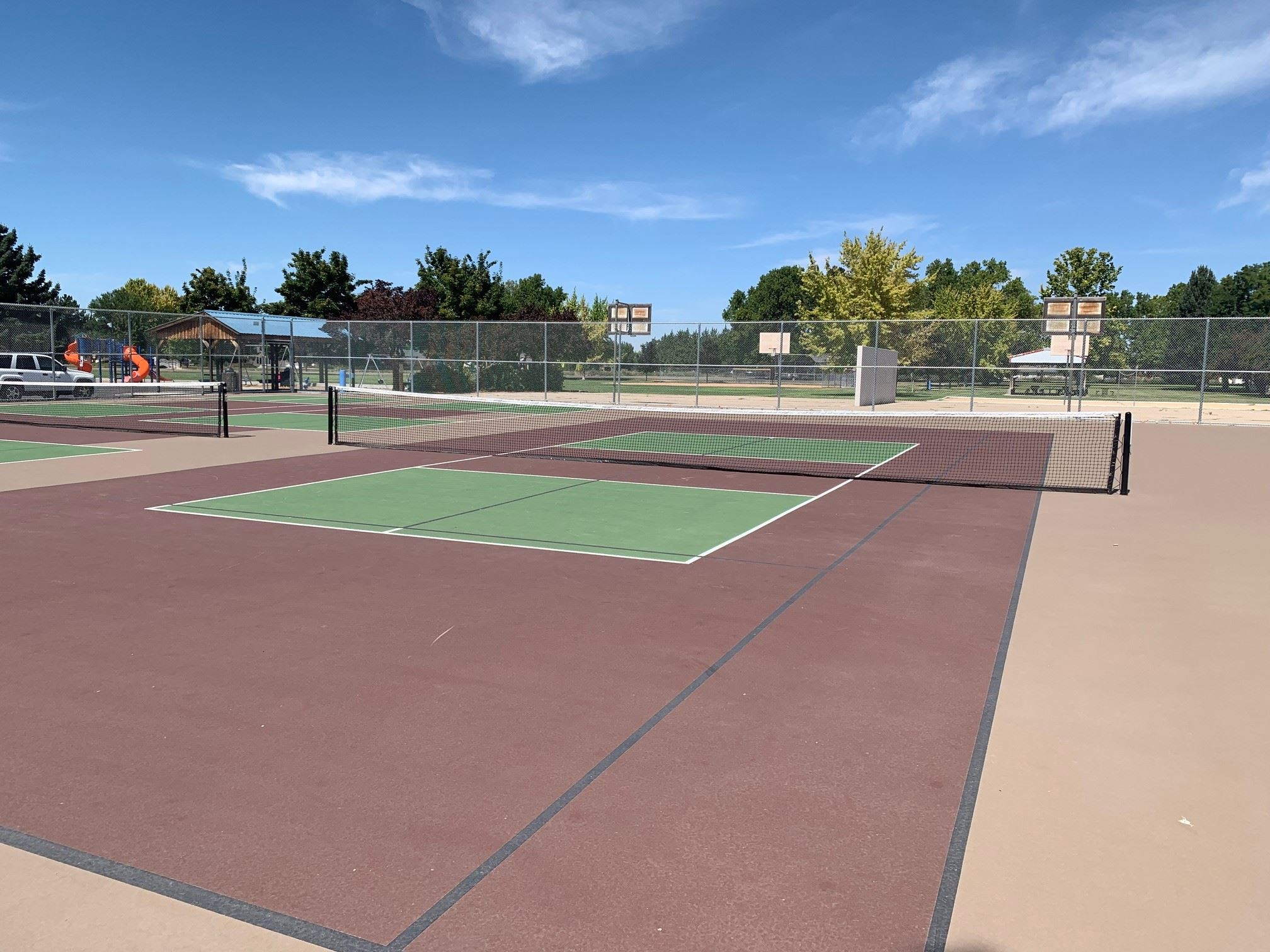 empty pickleball courts