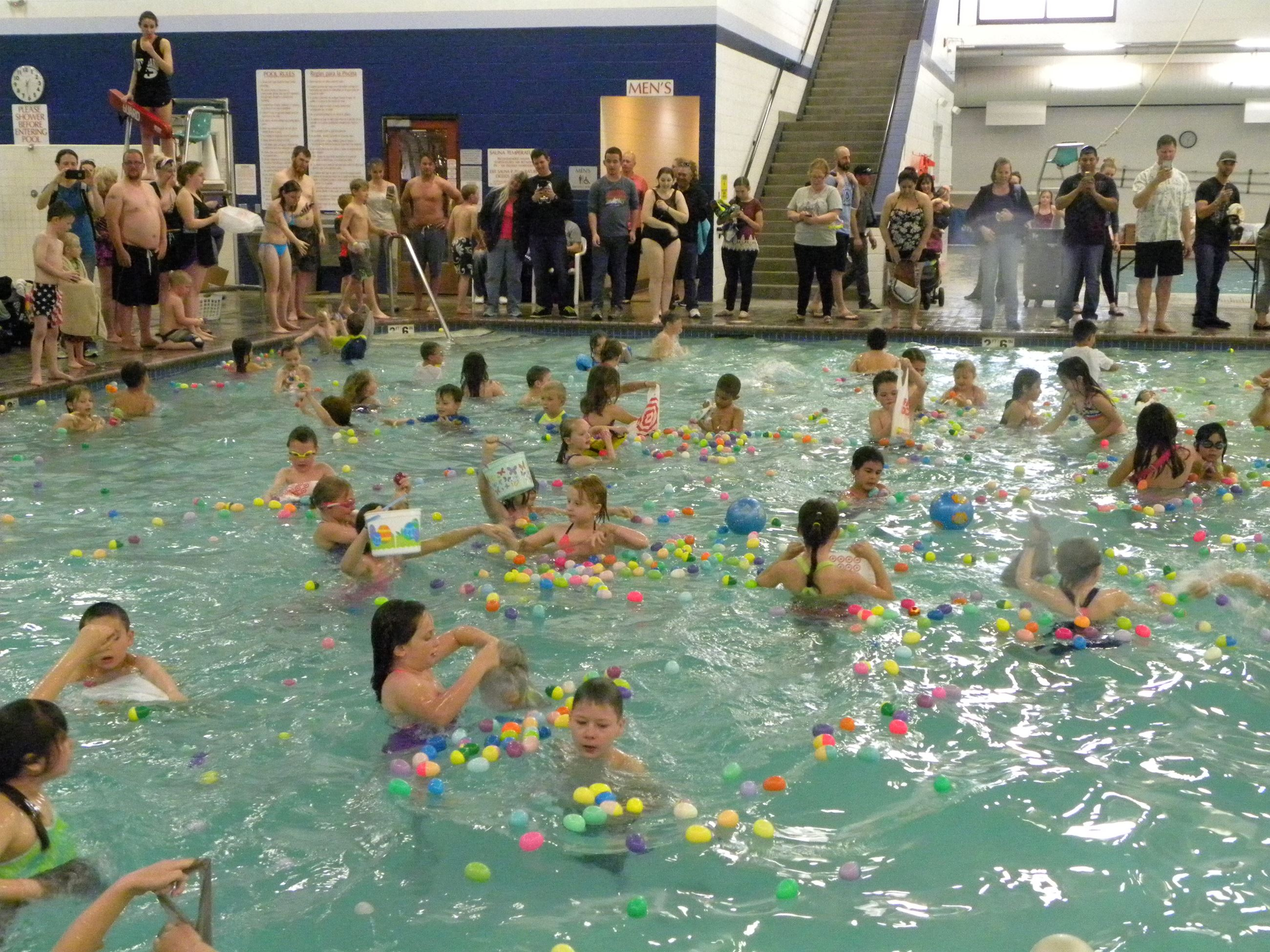 Kids in the swimming pool gathering Easter Eggs at the Easter Egg Swim